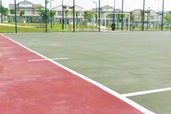Konkreter Bodenbelag und Linien Futsals-Gerichtes Stockfoto