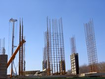 Konkreter monolithischer Rahmen des Neubaus Stockfotografie