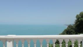 Konkreter Zaun vor Schwarzem Meer Batumi, Georgia stock footage
