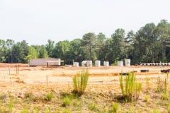 Konkretes Abwasserrohr am Neubau Stockfotos