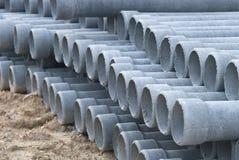 Konkretes Entwässerungrohr des Stapels in der Baustelle Lizenzfreie Stockfotografie