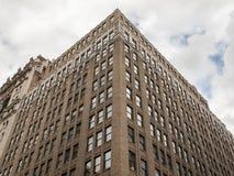 Konkretes Gebäude, das geometrische Formen in New York bildet Lizenzfreie Stockfotografie