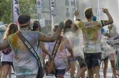 Konkurenci kolor biegają krzyżować metę Obraz Royalty Free