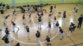 Konkurrens i capoeira bland barn och tonåringar lager videofilmer