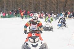 konkurrens tävlings- snowmobile Arkivbild