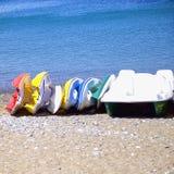 konkurrensar som dyker pölsportar som simmar vatten Arkivfoto
