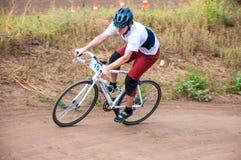 Konkurrenscyklister Arkivbild