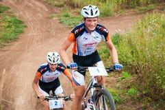 Konkurrenscyklister Arkivfoton