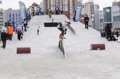 Konkurrenser i en snowboard, Tyumen Arkivbilder