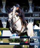 konkurrenshästbanhoppning Fotografering för Bildbyråer
