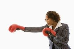 konkurrenskraftig affärskvinna Arkivbild