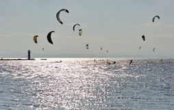 konkurrenslaken över hoppa fallskärm Arkivfoton
