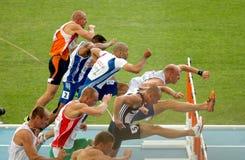 Konkurrenten der 100m Hürde-Männer Stockbild
