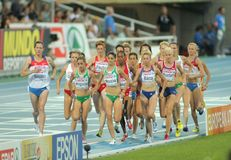 Konkurrenten der 5000m Frauen stockfotografie