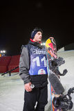 Konkurrenten med snowboarden Arkivbild
