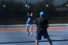 Konkurrenz des Tennis-Action stockfotos