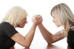 Konkurrenz mit zwei Frauen stockfoto
