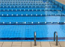 Konkurrenz-Swimmingpool Stockfoto