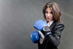 Konkurrenzfähige Geschäftsfrau Stockfotografie