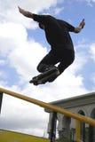 Konkurrenzfähige Inline-eislaufen(Geländer-) Tätigkeit Stockbild