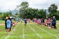 Konkurrera på 100 meter Arkivfoto