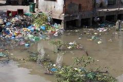 Konsequenzen der Meerwasserverschmutzung auf dem Haad Rin setzen auf den Strand Lizenzfreie Stockfotos