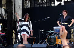 Konsert av den populal franska projektnouvellen Vaguesinger på den Francofolies festivalen i Blagoevgrad, Bulgarien 18 06 2016 Royaltyfri Bild
