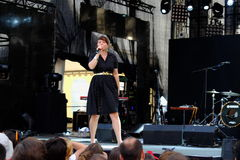 Konsert av den populal franska projektnouvellen Vaguesinger på den Francofolies festivalen i Blagoevgrad, Bulgarien 18 06 2016 Royaltyfria Foton