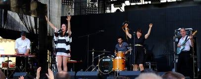 Konsert av den populal franska projektnouvellen Vaguesinger på den Francofolies festivalen i Blagoevgrad, Bulgarien 18 06 2016 Arkivbild
