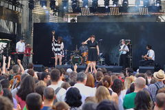 Konsert av den populal franska projektnouvellen Vaguesinger på den Francofolies festivalen i Blagoevgrad, Bulgarien 18 06 2016 Arkivfoto