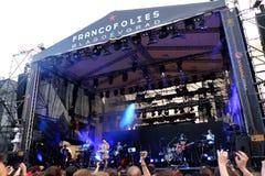 Konsert av den populal franska sångaren Zaz på den Francofolies festivalen i Blagoevgrad, Bulgarien 18 06 2016 Arkivbilder