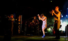 Konsert av den populal franska sångaren Zaz på den Francofolies festivalen i Blagoevgrad, Bulgarien 18 06 2016 Royaltyfri Fotografi
