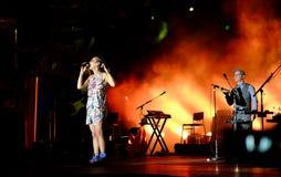 Konsert av den populal franska sångaren Zaz på den Francofolies festivalen i Blagoevgrad, Bulgarien 18 06 2016 Royaltyfri Bild