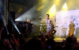 Konsert av den populal franska sångaren Zaz på den Francofolies festivalen i Blagoevgrad, Bulgarien 18 06 2016 Royaltyfria Bilder