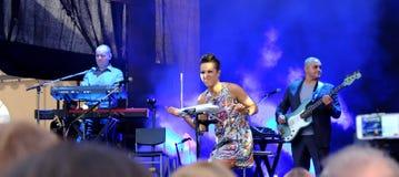 Konsert av den populal franska sångaren Zaz på den Francofolies festivalen i Blagoevgrad, Bulgarien 18 06 2016 Arkivbild