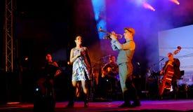 Konsert av den populal franska sångaren Zaz på den Francofolies festivalen i Blagoevgrad, Bulgarien 18 06 2016 Fotografering för Bildbyråer