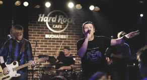 Konsert av Zdob si Zdub på Hard Rock Cafe, Bucharest arkivfoton