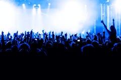 konsertfolkmassasilhouettes Royaltyfri Fotografi