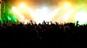 konsertfolkmassasilhouettes Royaltyfria Bilder