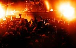 konsertfolkmassasilhouettes Fotografering för Bildbyråer