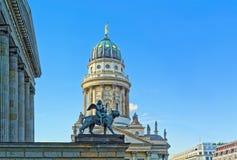 Konserthall och franskakyrka i Berlin, Tyskland Royaltyfri Fotografi