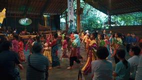 Konsertshow i Saung Angklung Mang Udjo lager videofilmer