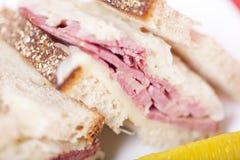 konserverat nötkött reuben smörgåsen Arkivbild