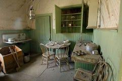 Konservierte esidientail Küche in Bodie State Historic Park lizenzfreies stockfoto
