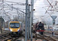 Konservierter Dampf und moderne Dieselzüge Carnforth Stockfotografie