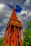 Konserviertes traditionelles schwedisches altes hölzernes Hallestad Belfry in Ska Lizenzfreies Stockfoto