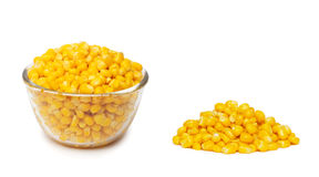 Konserwować kukurudza w pucharze zdjęcia stock