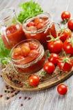 Konserwować pomidory w pomidorowym soku Obrazy Stock