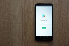 Google Play website displayed on Huawei Y6 2018 smartphone royalty free stock photography
