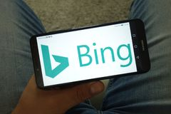 KONSKIE, POLEN - 29. Juni 2019: Bing-Netzsuchmaschinelogo am Handy stockfotografie